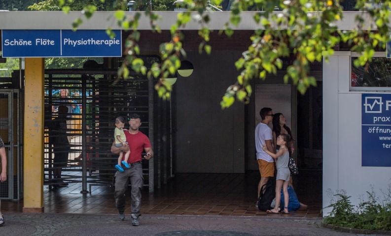 Die Umkleiden und der Nassbereich des Studios  Fit 'n' well  im Eingangsgebäude der Schönen Flöte muss erneut saniert werden. (Foto: Peter Gräber)