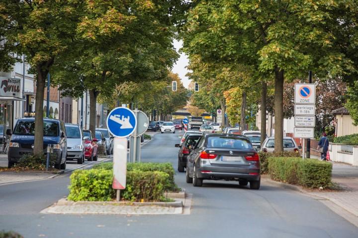 Der Kreis hat fast 14 000 Fahrzeuge pro Tag auf der Nordstraße gezählt. Jetzt fordert der Verkehrsausschuss ein generelles Fahrverbot für Lkw. (Foto: Peter Gräber)