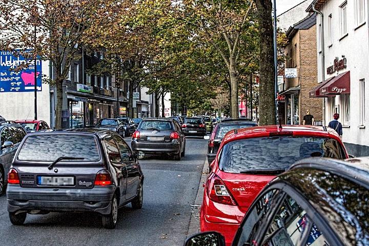 Der Kreis hat im August des Jahres fast 14.000 Fahrzeuge pro Tag auf der Nordstraße gezählt. Jetzt fordert der Verkehrsausschuss ein generelles Fahrverbot für Lkw. (Foto: Peter Gräber)