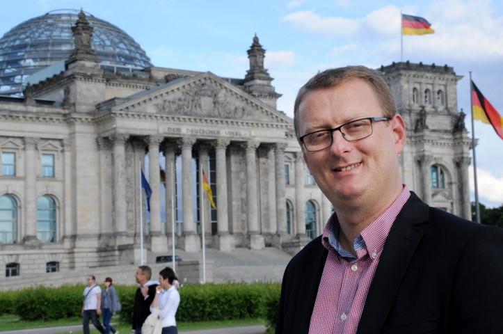 Wandert in seinem Wahlkreis mit dem Roten Rucksack auf den Spuren des Bergbaus in Holzwickede: Oliver Kaczmarek, SPD-Bundestagsabgeordneter