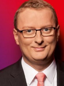 SPD-Bundestagsabgeordneter Oliver Kaczmarek steht auf dem Platz von Louviers