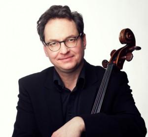Gastiert zum Abschluss der Konzertreihe Celloherbst 2014 am Samstag mit dem Orchesterzentrum NRW in der Kirche am Markt: Prof. Alexander Hülshoff. (Foto: Agentur)