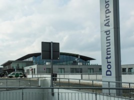 Am Flughafen Dortmund hat heute ein Service-Fahrzeug das Regierungsflugzeug der Kanzlerin beschädigt. (Foto: P. Gräber - Emscherblog)