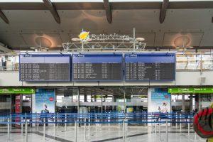 Flughafen: Polizei kassiert bei Ein- und Ausreise rund 1.000 Euro Geldstrafen ein
