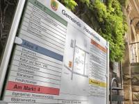 Bei der Gemeinde Holzwickede scheint man noch immer nicht in der digitalen Welt angekommen zu sein:  Hinweistafel vor dem Rathaus. (Foto: Peter Gräber)
