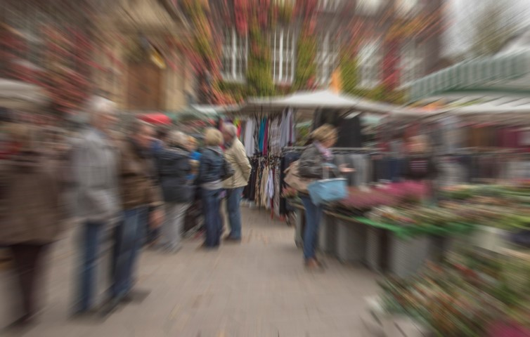 Während der Wochenmärkte wird die geschlossene Toilette im alten Rathaus für Markthändler und -besucher zu einem Ort der Sehnsucht. Die SPD beantragt darum nun eine öffentliche Toilette an Markttagen aufzustellen. (Foto: P. Gräber - Emscherblog)