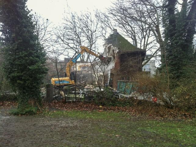 Der Abriss der alten Feldmann-Villa an der Alle 7 hat begonnen. (Foto: Peter Gräber)