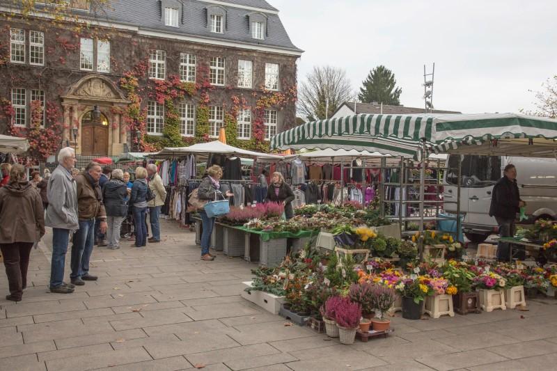Die Standgebühren für die Hndler auf dem Wochenmarkt in Holzwicked ebleiben nächstes Jahr unverändert. (Foto: peter Gräber)