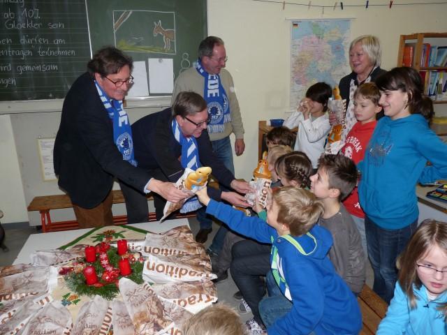 Seit längerer Zeit schon unterhält die Spielvereinigung Holzwickede (HSV) enge Kontakte zur Nordschule, was auch immer wieder in gemeinsamen Aktionen deutlich wird