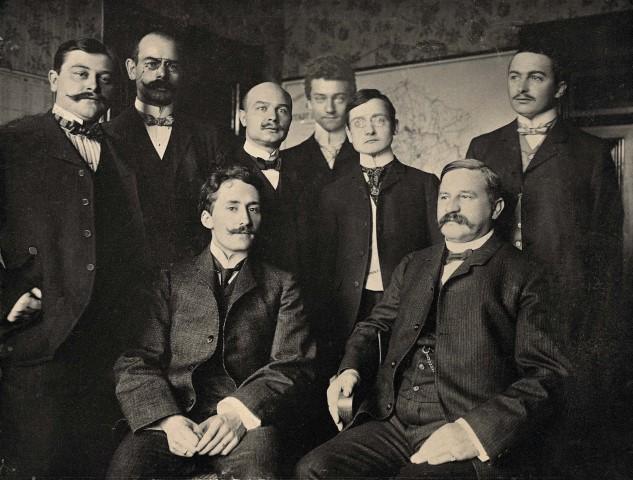 Die Gründungsväter der Emschergenossenschaft. Vorne rechts, sitzend: Wilhelm Middeldorf, der Konstrukteur des Emschersystems. (Quelle: Archiv Emschergenossenschaft)