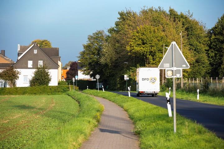 Nach Ansicht des Bürgerblocks stellt der Rad- und  Gehweg  an der Sölder Straße insbesondere bei Nässe eine gGefahrenquelle dar. (Foto: Peter Gräber)