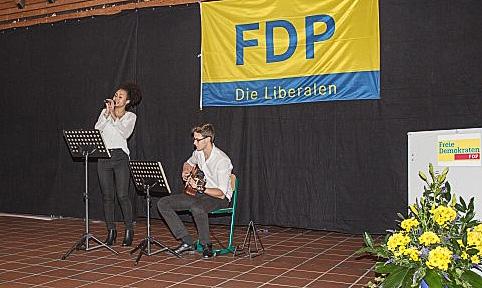 Sorgten für den musikalischen Rahmen udn erhielten viel Beifall: das Duo Joyce & Dave. (Foto: Peter Gräber)