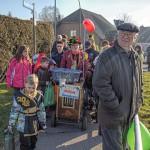 Alaaf und Helau in Hengsen: Allerkleinster Karnevalsumzug umrundet Kreisel
