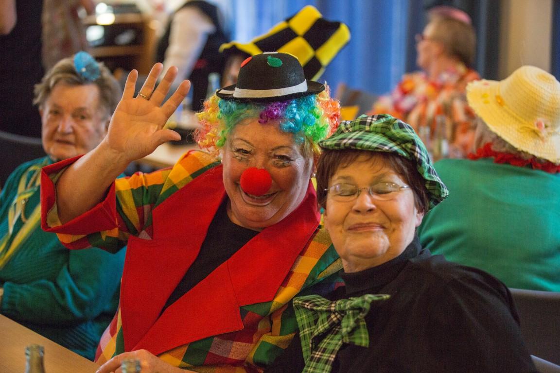 Dier kfd feierte heute WEeiberfastnacht - und übver 100 jecke Frauen feierten mit. (Foto: Peter Gräber)