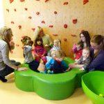 Sprachförderung am Wickeltisch: Praktikum bei einer Tagesmutter