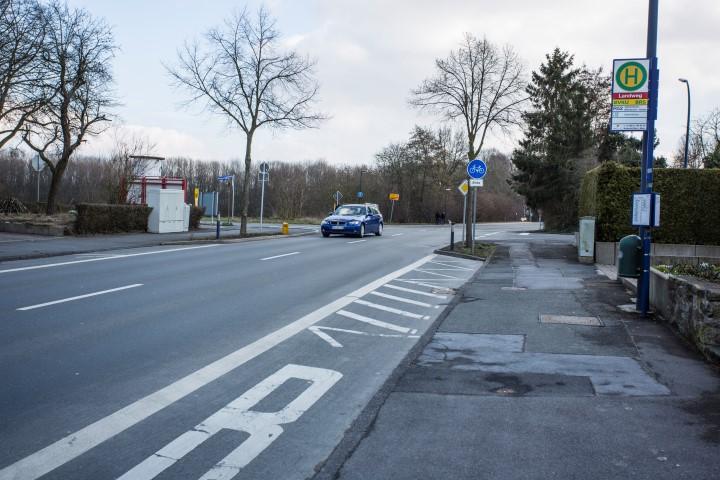 Die SPD möchte einen Fußgängerüberweg inm diesem Bereich zur Schulwegsicherung anlegen: der Einmündungsbereich Haupt-, Massener Straße und Landweg. (Foto: Peter Gräber)