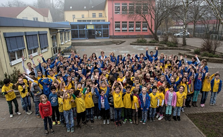 Die Freude über den Preis für die Aloysiusschule ist groß - und natürlich freuen sich alle gemeinsam  über die Auszeichnung. (Foto: Peter Gräber)