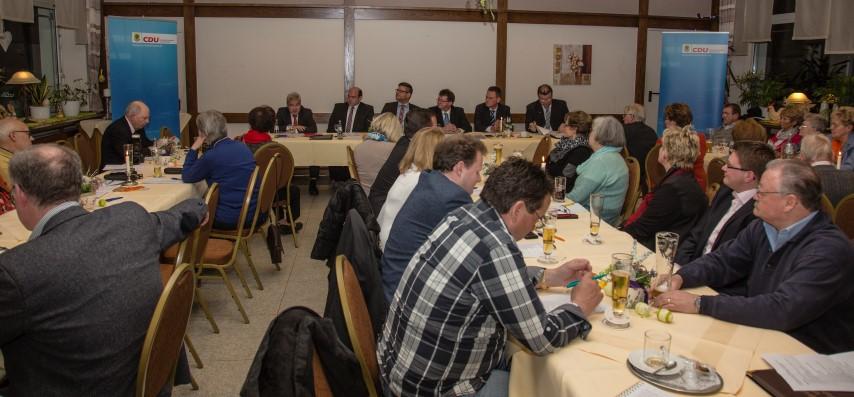 In der Jahreshaupotversammlung des CDU.gemeidneverbandes erläuterte der BVorsdtand den Mitglkiedern, warum die CDFU nicfht an der Bürgermeisterwahl teilnehmen wird. (Foto: Peter Gräber)