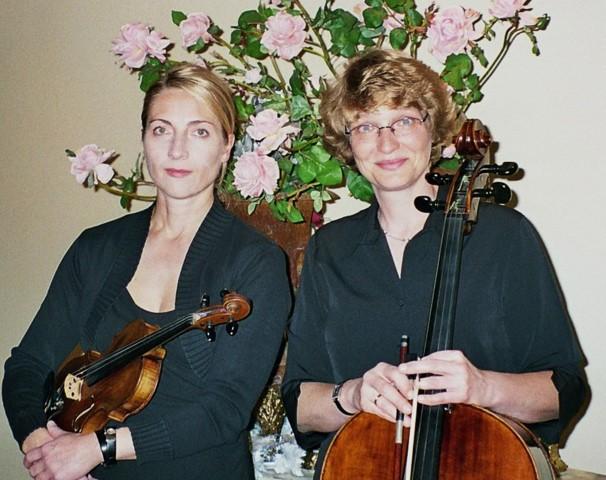 Bettina Jacka (Violine) und Katrin Stengel (Violincello) . (Foto: Agentur)