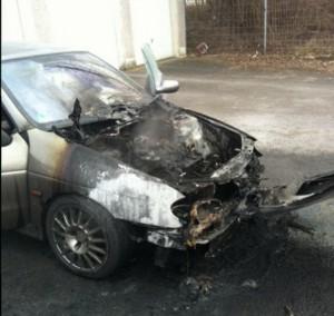 Völlig ausgebrannt: Der Renault Megan erlitt Totalschaden. (Foto: Peter Gräber)