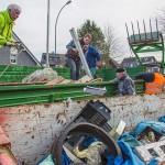 Fleißige Helfer befreien die Natur in Hengsen und Opherdicke von wildem Müll