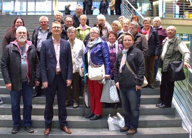 Eone Reisegruppe des Perthes-Hauses in Holzwickede besuchte den heimischen SPD-Bundestagsabgeordneten Olibver Kaczmarrek in Berlin. (Foto: SPD)