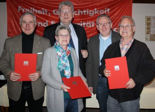 Hartmut Ganzke gratulierte den persönlich anwesenden Jubilaren Angelika Sieger, Dr.Dr. Günther Dresselhaus und Theo Rieke.