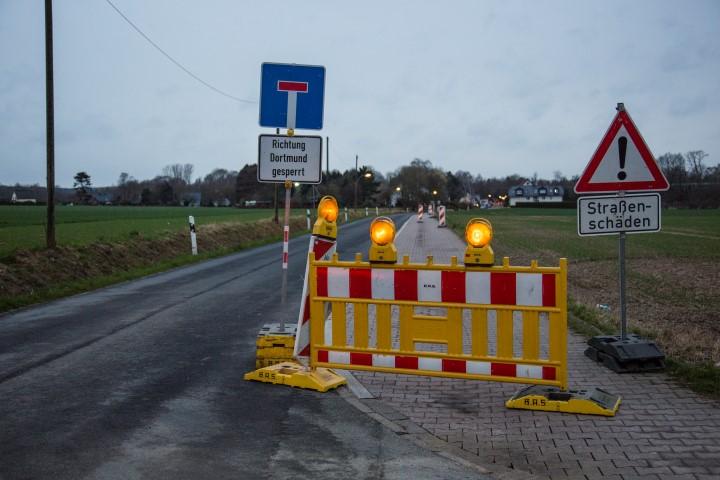 Der Rad- und Gehweg an der Sölder Straße wird nur ausgebessert. (Foto: Peter Gräber)