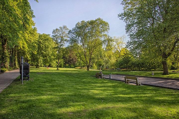 Im Zuige des Renaturioerungsüprgrammes hat die Enmschergenossenschaft auch den Lauf der Enmscher im zentarl geleghenen Enscherpark von Holzwickede