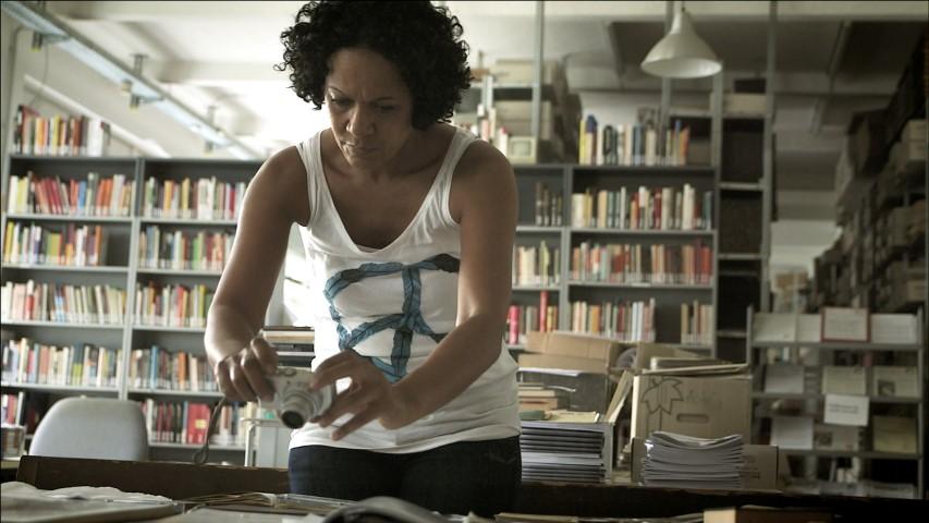 """Kommt zur Vorführung des Films """"Die Arierer"""" in die Aula des Hellweg-Kollegs nach Unna: Regisseurin Mo Asumang. (Foto: A. Gheorghiu)"""