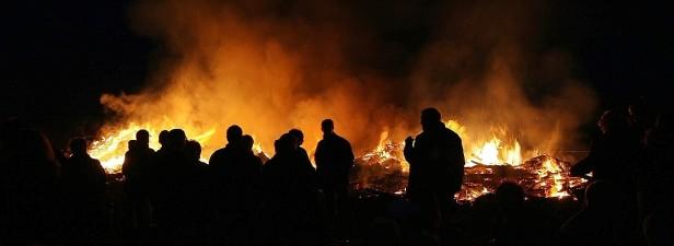 In diesem Jahr brennen offiziell nur fünf Osterfeuer in der Gemeinde Holzwickede. (Foto: Archiv)