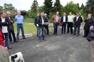 Die CDU-Fraktionsmitglieder und interessierte Bürger bei ihrem Ortstermin am Krummen Weg am Montag dieser Woche. (Foto: privat)