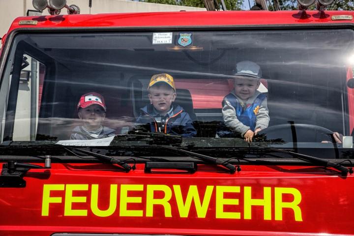 Davon treibt jeder Junge: Einmal in einem richtigen Feuerwehrauto sitzen. (Foto: Peter Gräber)