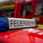 Pkw fährt auf Bahnhofstraße gegen Baum: Fahrer verletzt