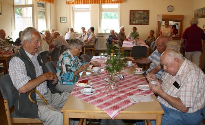 Der Trägerverein der Begegnungsstätte hatte am Freitag /12.6.) zum Erdbeerfest eingeladen. (Foto: privat)