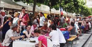 Immer eine Reise wert für den Freundeskreis: das französische Fest in der Altstadt von Düsseldorf. (Foto: Freundesktreis)