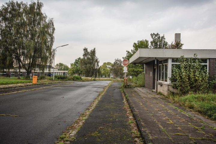 Die Verhandlungen über den Ankauf kann die Gemeinde erst Ende des Jahres aufnehmen: die ehemalige Emscherkaserne. (Foto: Peter Gräber)