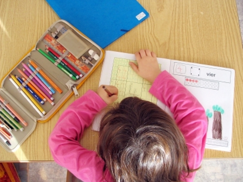 Das Schulbedarfspaket aus dem Bilungs- und Teilhabepaket ist mit Ab stand am meisten gefragt. (Foto: Thommy Weiss/pixelio.de)