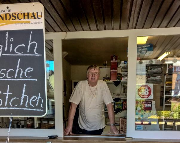 Schließt morgen endgültig: Udo Schulz : Udo Schulz ins einem Büdchen an der Doirfstraße in Opherdicke. (Foto: Peter Gräber)