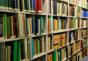 Literaturdozent Bernt von zur Mühlen in Gemeindebücherei zu Gast