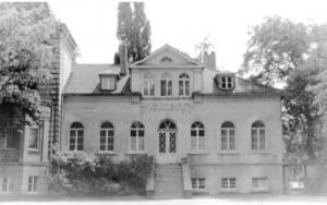 Als es das Haus Dudenroth noch gab (Foto) traten die  Bürgerschützen davor zum Großn Zapfenstreich an. (Foto: Archiv)