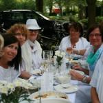 Noch Plätze beim Picknick in Weiß