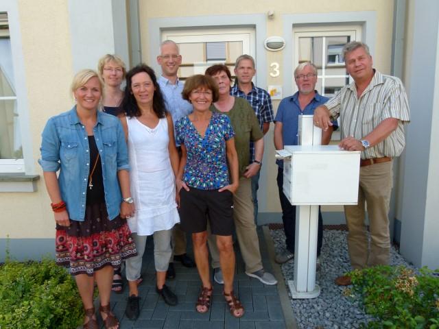 Dezernent Torsten Göpfert (4.v.l.) und Fachbereichsleiterin Sandra Waßen (2.v.l.) mit den Mitarbeiterinnen und Mitarbeitern in Holzwickede. Foto: Kreis Unna