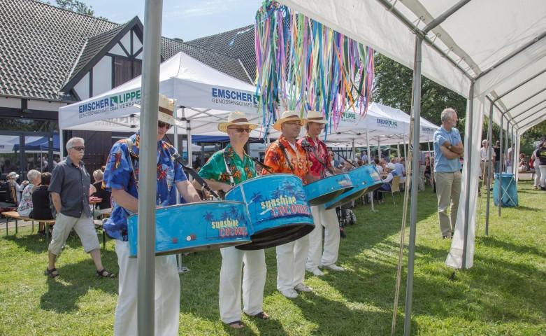 """Die """"Sunshine Coconuts"""" unterhielten mit karibischen Klängen die Gäste beim Emscherquellfest. (Foto: Peter Gräber)"""