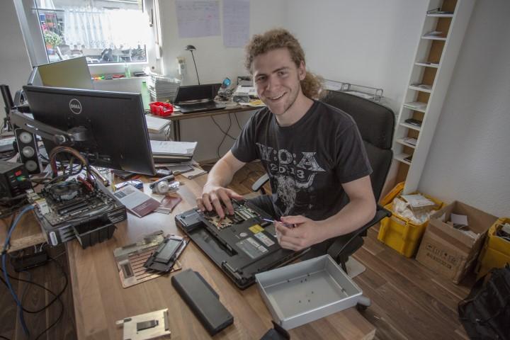 Wagte den Sprung in die Selbstständigkeit: Tobias Grimm in seiner Werkstatt an der