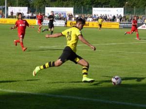 Die U 19 von Borussia Dortmund spielte beim 1 : 0 gegen den VfL Bochum (Foto) und beim 2 : 1-Erfolg gegen den FC Barcelona in Holzwickede großartig auf. (Foto: privat)