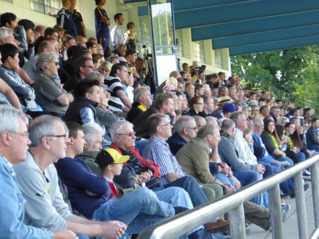 Gut gefüllt: 1.200 Besucher sahen die Gruppenspiele mit den europäischen Top-Teams im Holzwickeder Montanhydraulik-Stadion. (Foto: privat)