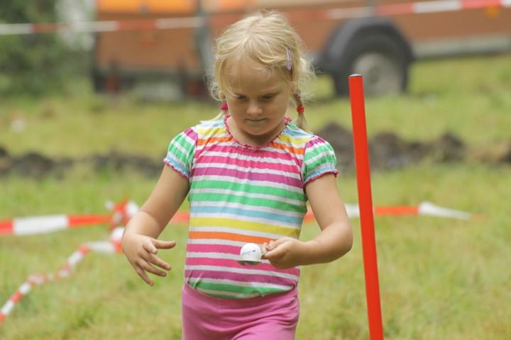 Bei einer Kinderolympiade konnten die Jungen und Mädchen um