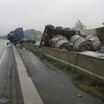 Gefahrengut-Unfall: Heißes Aluminium blockiert Autobahn A1