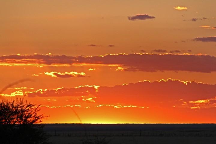 Sonnenuntergang in Namibia. (Foto: privat)